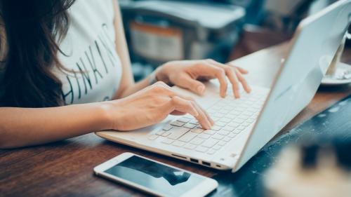 テレワーク: 自宅で働くためのヒント  Tips for working from home